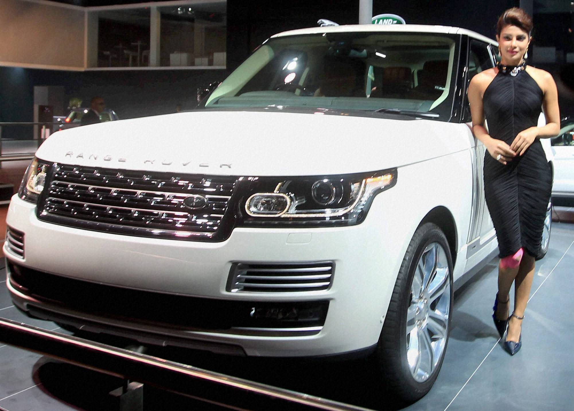 Priyanka_car_range_rover