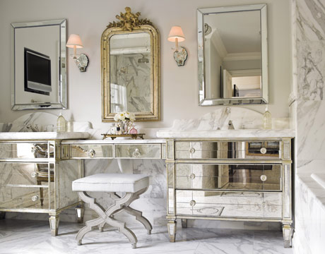Mirrored-bedroom-furniture-with-antique-style